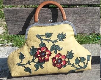 Big floral bag with snap closure