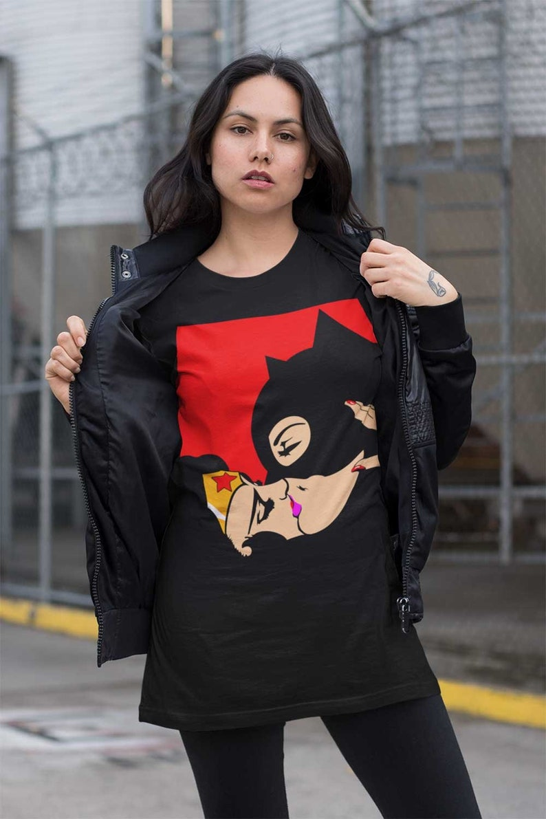 Wonder Woman and Batwoman Kiss Shirt Batwoman kissing Wonder | Etsy