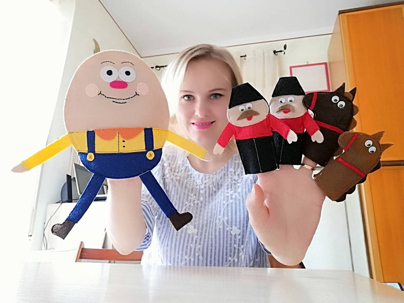 Nursery Rhyme Hand and Finger Puppet Set