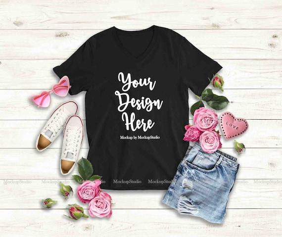 La Saint Valentin pour femme T Shirt Mock Up, noir blanc v Neck T shirt maquette, Roses romantiques féminins Bella toile 3005 Tee écran plat sécher