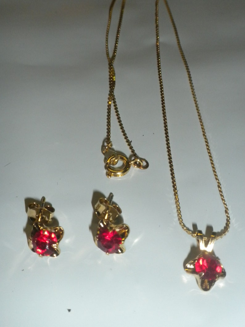 Vintage Red Ruby-Like Necklace and Earring Set Gold Tone  with a 18 inch thin Wheat Chain