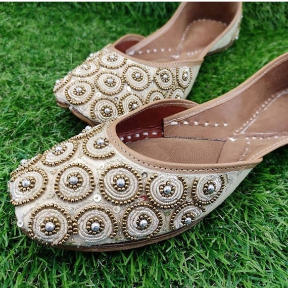gold women Pubjabi jutti khussa shoes indian shoes mojari flat sandal slipper wedding shoes bridal shoes heel shoes ethnic shoes jooti jutis
