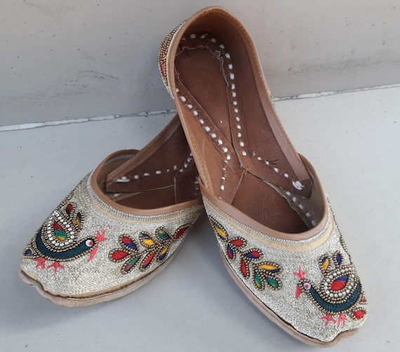 fancy juti Pubjabi jutti khussa shoes indian shoes mojari flat sandal slipper wedding shoes bridal shoes heel shoes ethnic shoes jooti juti