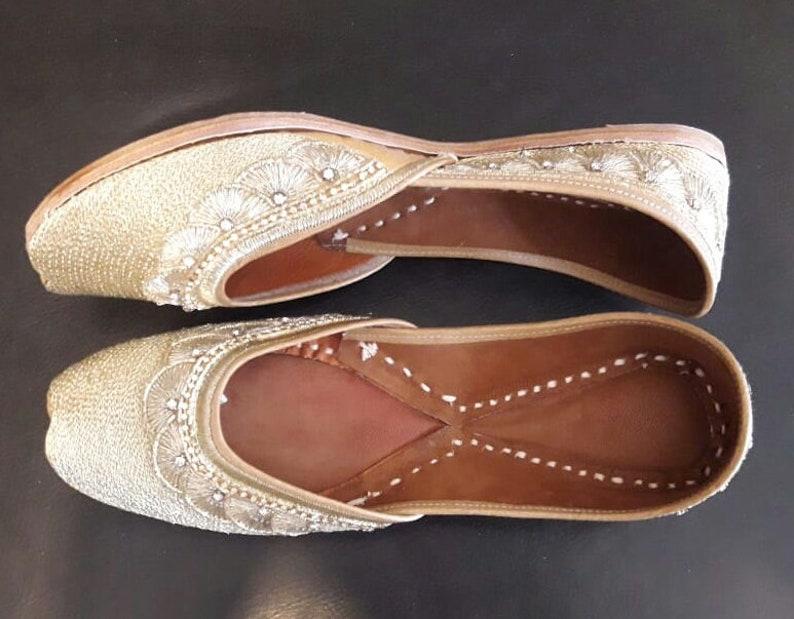 02366b20b8f0 Footwear Pubjabi jutti khussa shoes indian shoes mojari flip | Etsy