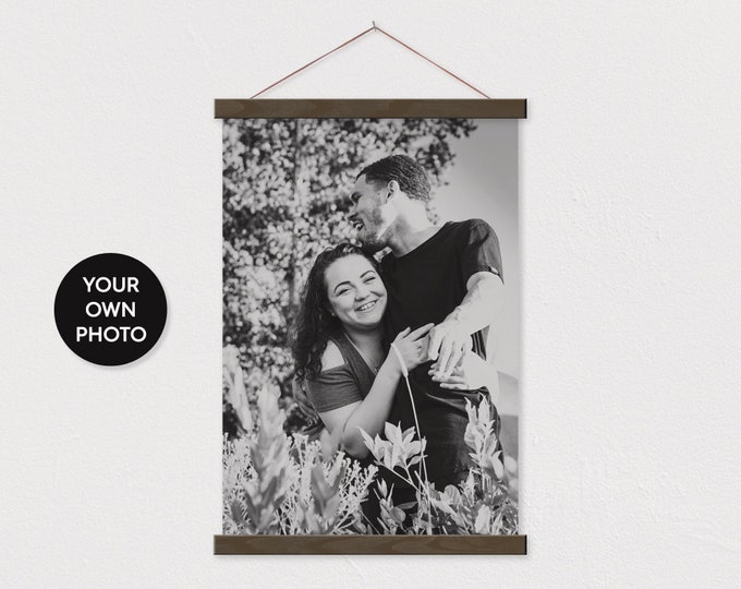 Custom Black and White Photo Printed on Canvas with Wood Magnetic Poster Scroll Frame