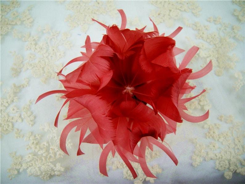 nombreux dans la variété homme en arrivant Fleurs rouge personnalisé plume fleur Bouquet Faux embellissement  chapellerie OIE plumes chapeau faisant pour mariage Bibis 1 pièce