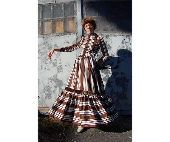 50s Does 1800s Velvet and Satin Hostess Dress // V