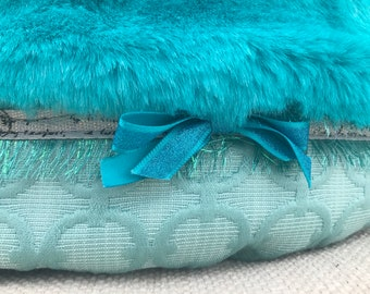 Engaging Aqua Bodacious Bucket Round Pet Bed