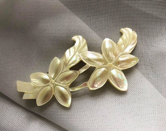Vintage Carved Mother Of Pearl Flower Brooch