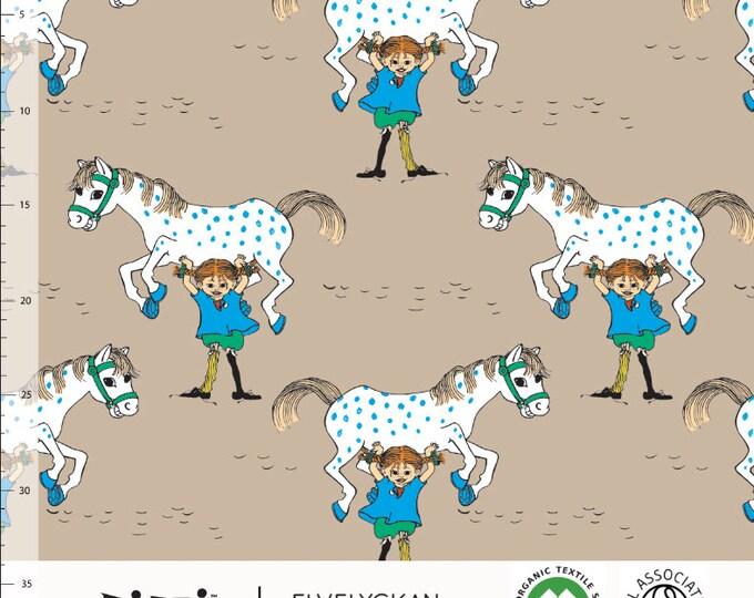 Biologische tricot stof met Pippi Langkous en Kleine Witje. Elvelyckan Pippi Cappuccino (038)