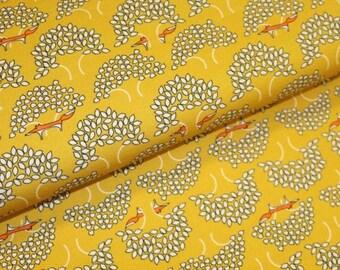 Gele sweaterstof met bomen en vossen