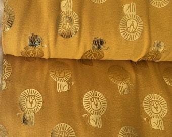 Gele tricot met goudfolie leeuwen