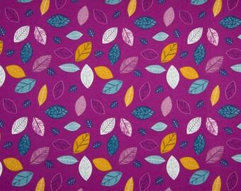 Donkerroze tricot stof met bladeren