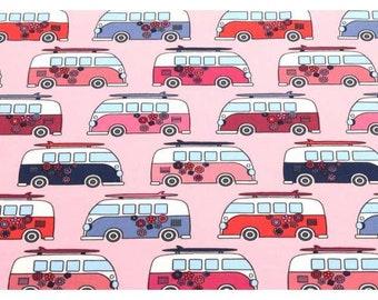 Roze tricot stof met retro busjes