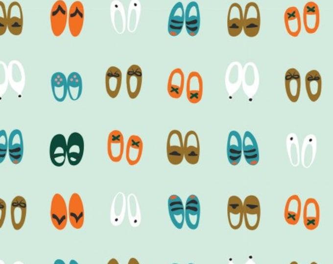 Groene stof met schoenen in verschillende kleuren. Cloud 9 Sidewalk Knit