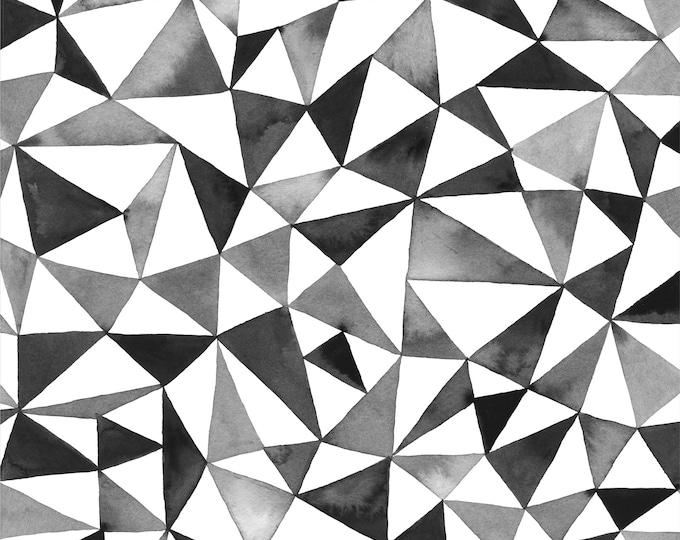 Zwart-witte biologische batist met driehoekjes. Cloud 9 fabrics Elliot Avenue