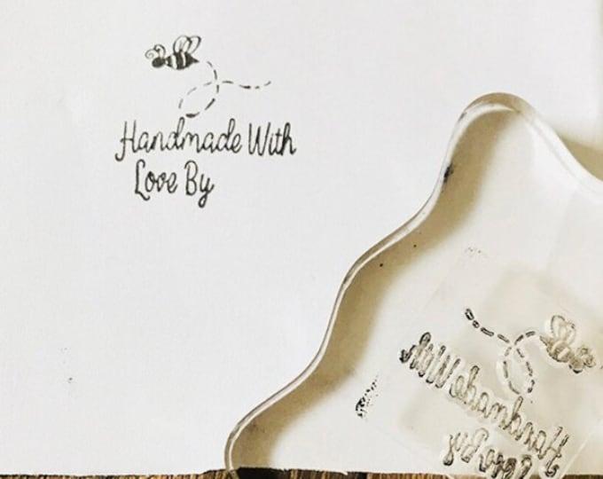 """Kleine stempel met bijtje en """"Handmade with love by"""""""