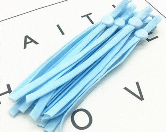 Elastiek voor mondkapjes, licht blauw. 10 cm. 5 mm breed. Licht blauw verstelbaar elastiek. Per 10 stuks