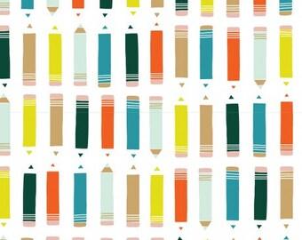 Witte stof met potloden in verschillende kleuren. Cloud9 Sidewalk Knit