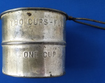 Vintage Early Kitchen Tin Flour Sifter 1-2 cup Made in USA