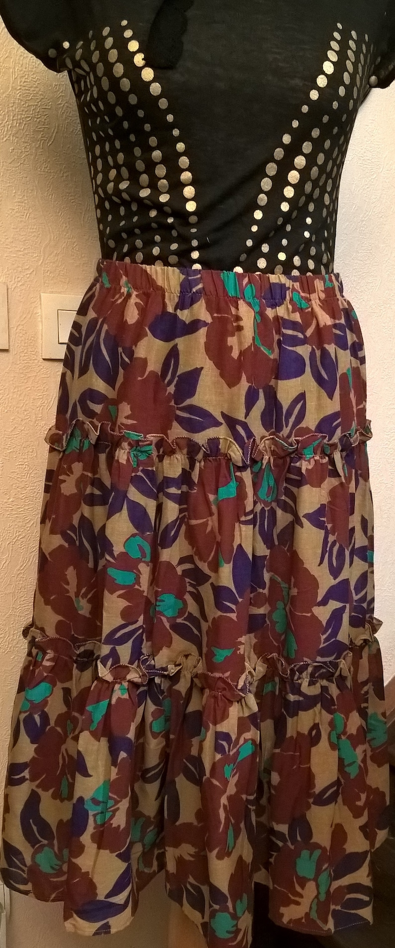 year 80 mid length long great gift idea Vintage skirt in printed cotton fabric Made in France
