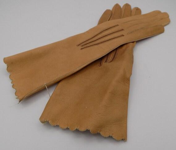 Perrin gloves, lambskin gloves, caramel color, vin