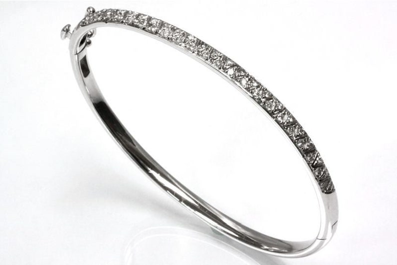 0.75 ct tw Natural Diamond G-H SI3 Solid Gold Oval Bangle image 0