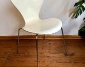 Chair by Arne Jacobsen Series 3107 made by Fritz Hansen.