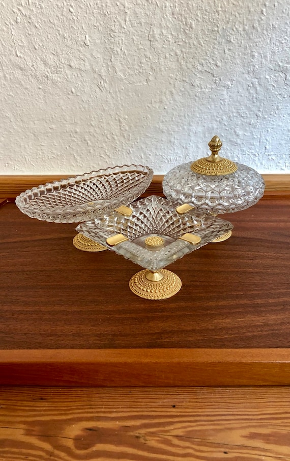 Three-piece gold crystal glass set.