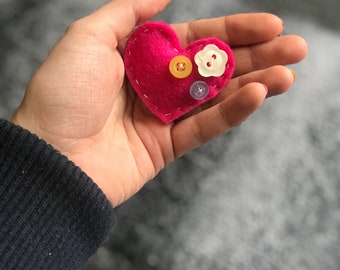 Heart keyring with button embellishment.