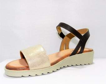 Two-color low wedge sandal