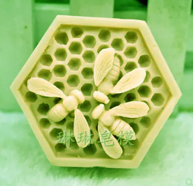 Hand-made soap candle chocolate aromatherapy food grade silicone mold honeycomb bee cake mold