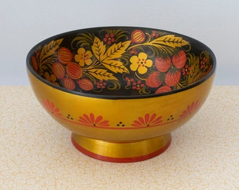 Large vintage Russian Khokhloma Lacquer Bowl, Handpainted Vintage Wooden Bowl, with Strawberry Motif, Made in USSR, Black Gold and Red