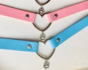 Pet play collar choker with heart and paw print. Petplay, kittenplay, puppyplay, DDLG, neko, bdsm, kinky