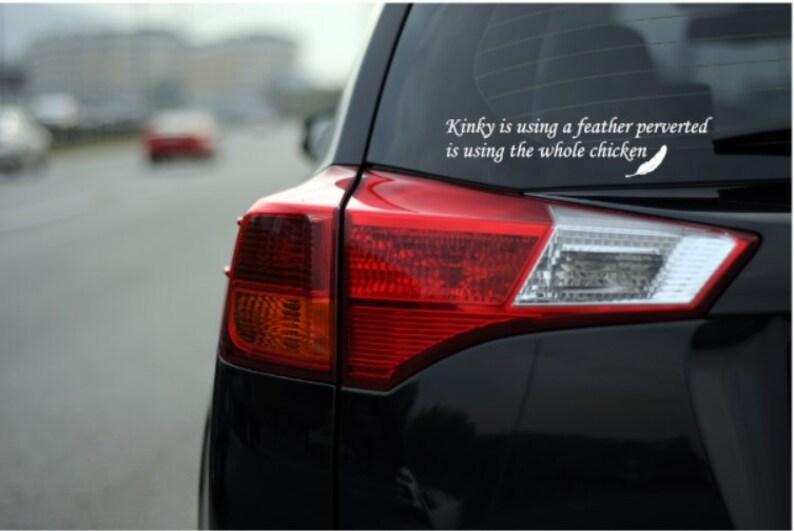 Pervers Ist Mit Einer Feder Lustige Auto Aufkleber Aufkleberperverted Nutzt Das Ganze Huhn Sexuelle Witz Humorvolle Lkw Laptop