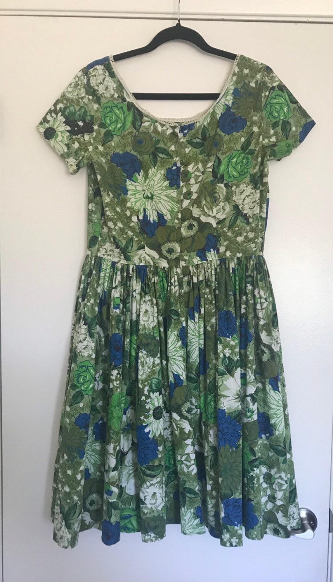 1950's Large Floral Dress
