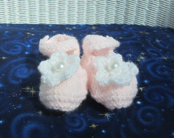 Pink and White Knitted Baby Booties, Newborn Baby Mary Jane Style Shoes, Crochet Flower, Pearl Button, Handmade