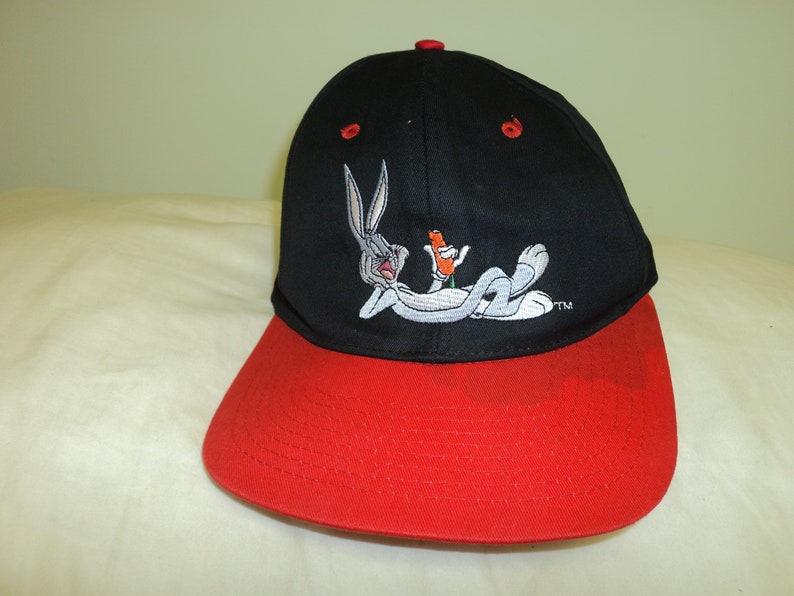 2938eb40bf605 Vintage 90s Bugs Bunny Snapback Baseseball Hat