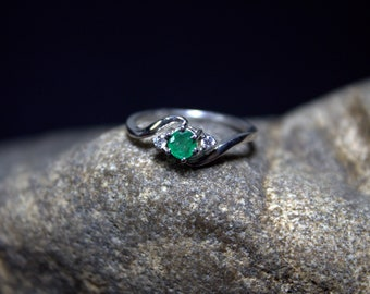 Natural Emerald Ring, AAA+ Emerald Ring, Green Ring, oval Ring, Unique, Silver Emerald, Green Gemstone, Love Ring, Pretty Ring, R450