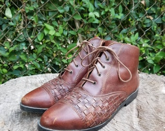 5760e6cc7 Vintage Leather Woven Lace Up Ankle Boots/80's Era/ Granny/Pixie Boots