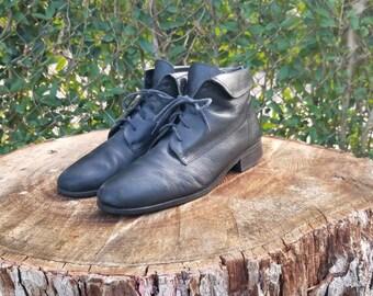 e106a91f77a9d Sz. 6 Black Lace Up Leather Ankle Boots/Vintage/Rubber Slip | Etsy