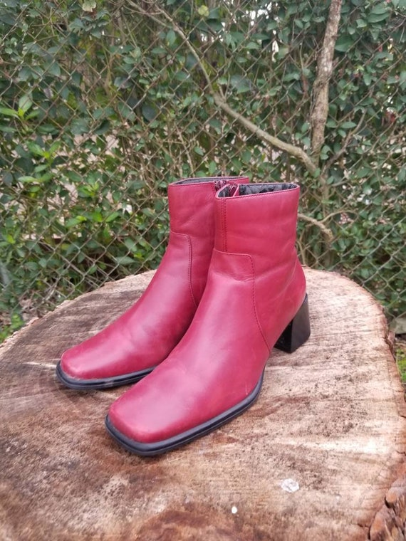 Sz. 7 Vintage Ankle Boots/ Red Genuine Leather/Zip