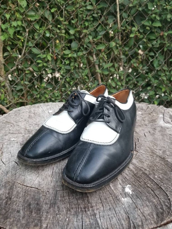 Sz. 8.5 Vintage Lace Up Oxfords/Two Tone Black and