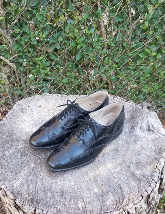 Size 10 Vintage Wingtip Shoes/Genuine Leather Lace
