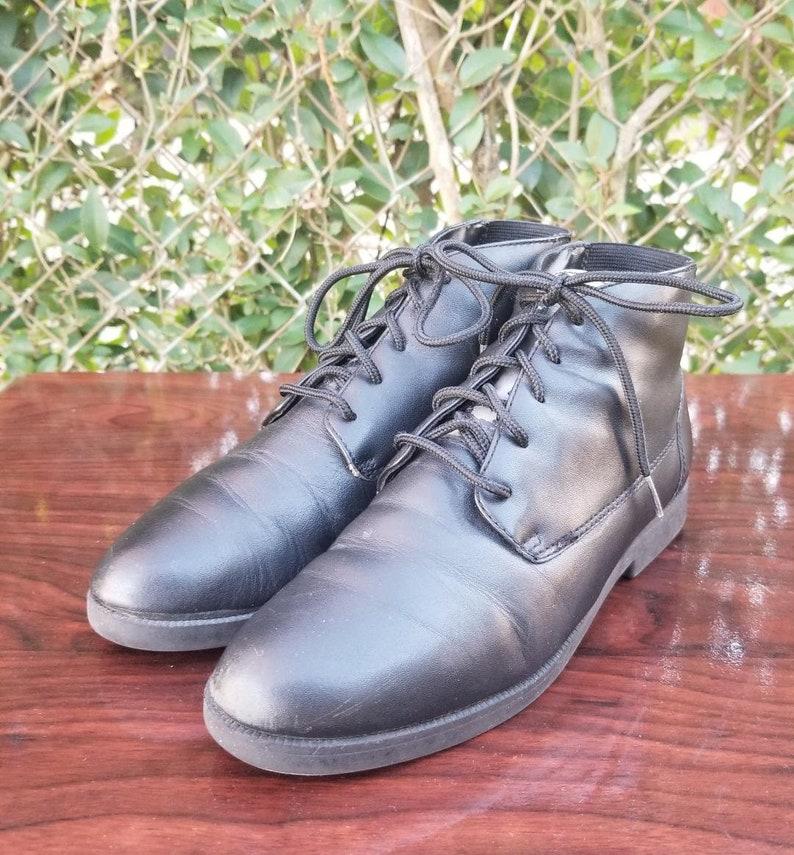 d78187d7dfacc Sz. 6 Black Lace Up Leather Ankle Boots/Vintage/Rubber Slip Resistant  Soles/Black booties/Granny Boots/Pixie Boots
