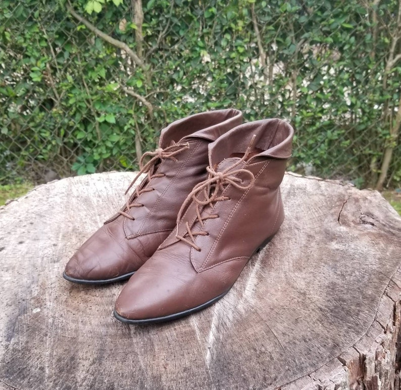 d5fdf67c37aa4 Size 8 Woman's Ankle Lace Up Boots/Vintage 70's 80s/Granny Boots/Vintage  Pixie Boots/Hipster boots Woodstock