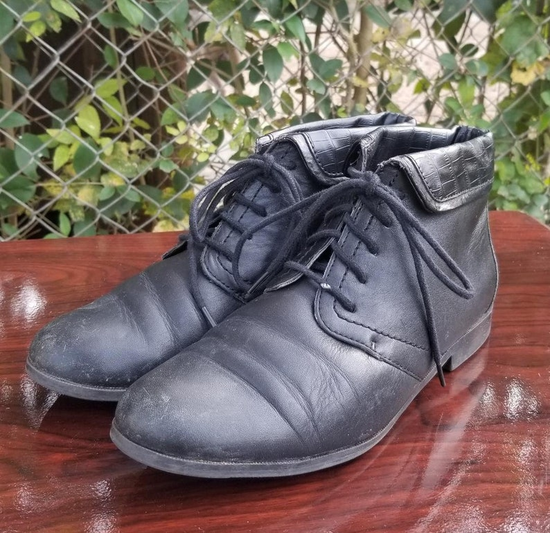 17f713e081b8b Sz. 7.5 W Black Lace Up Ankle Boots/Granny Boots/Pixie Style Boots/Vintage  Booties By Liz & Co
