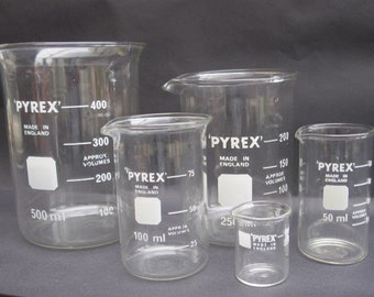 Vintage Set of 5 Pyrex Glass Apothecary/Chemistry/Laboratory Measuring Cylinder/Beakers