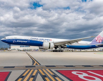 Large wide body aircraft touching down