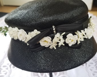 Straw Summer Hat with Dainty Flowers